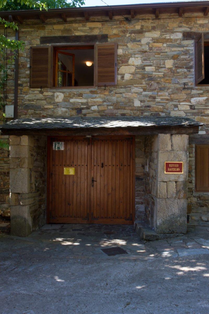 Camino de Santiago Accommodation: Refugio Guacelmo