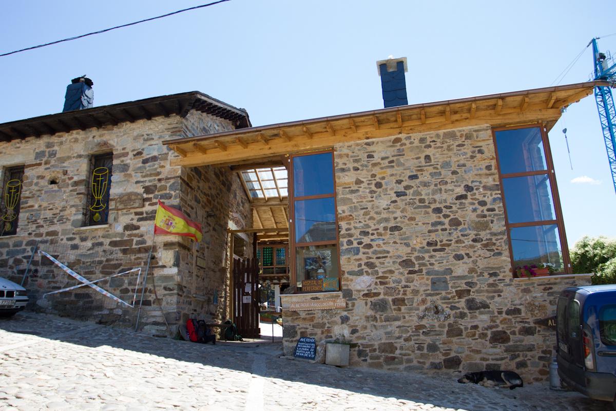 Camino de Santiago Accommodation: Refugio Ave Fenix de familia Jato
