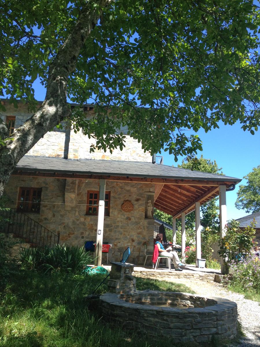 Camino de Santiago Accommodation: Albergue Ultreia Antigua Casa Parroquial