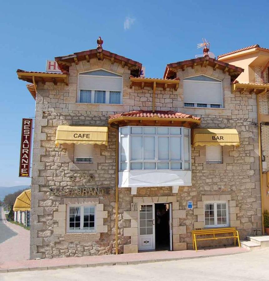Camino de Santiago Accommodation: Restaurante y Hostal Mónica ⭑