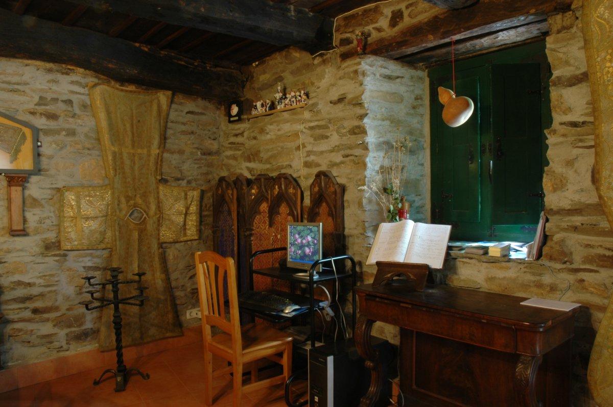 Camino de Santiago Accommodation: Albergue de Peregrinos Aitzenea