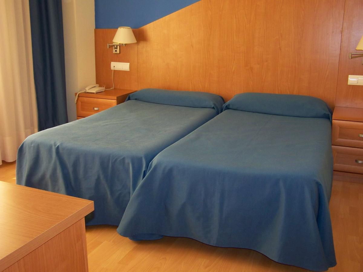 Camino de Santiago Accommodation: Hotel Estrella del Alemar ⭑⭑⭑