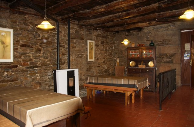 Camino de Santiago Accommodation: Albergue Los Blasones