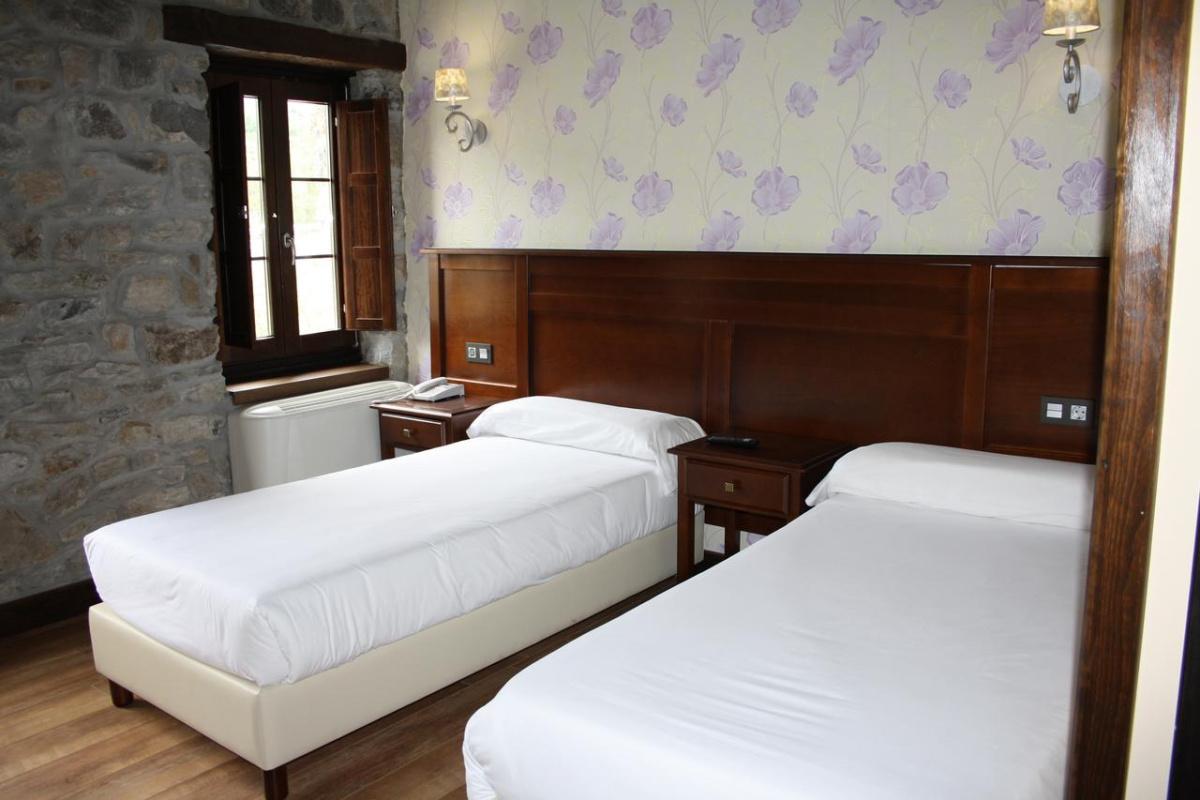 Camino de Santiago Accommodation: Hotel El Reundu ⭑⭑⭑