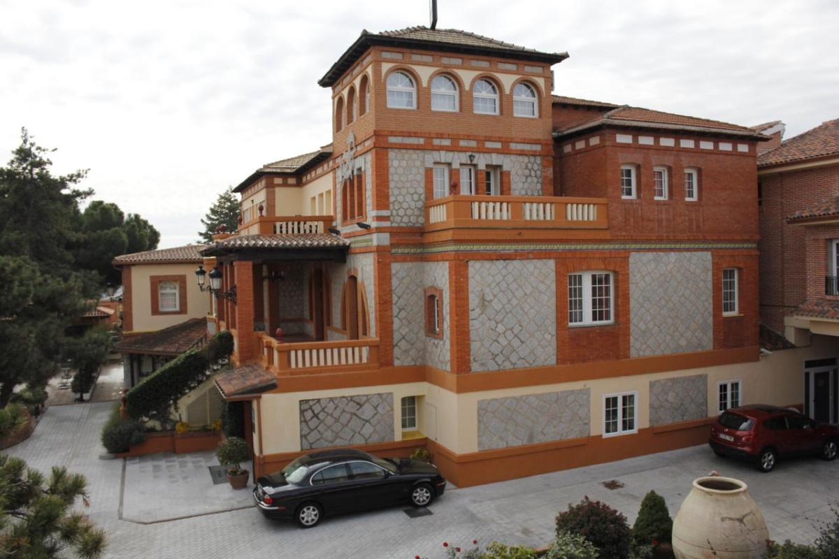 Camino de Santiago Accommodation: Gran Hostal El Chiscón ⭑⭑⭑