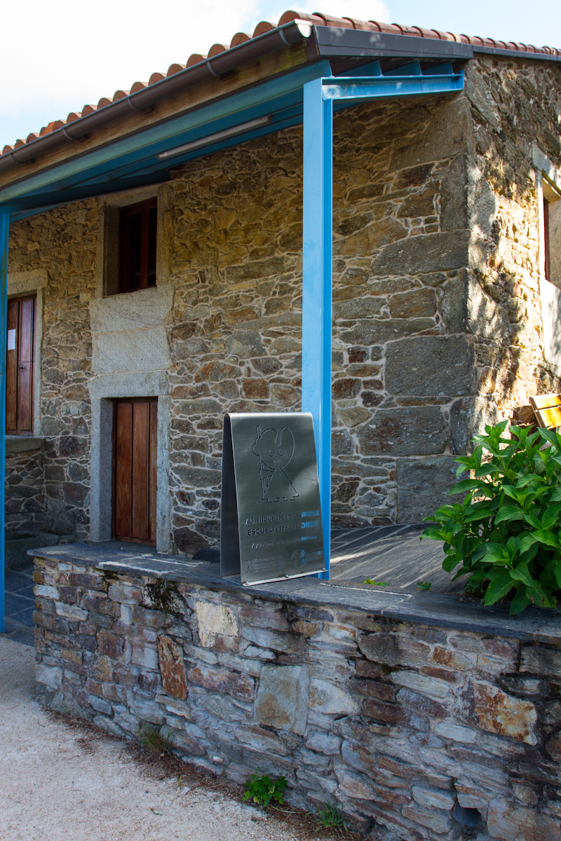 Camino de Santiago Accommodation: Albergue de Peregrinos Escuela de Ligonde