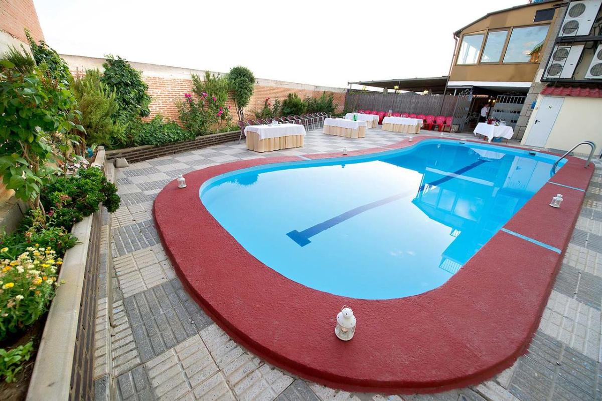 Camino de Santiago Accommodation: Hotel Juan II ⭑⭑⭑