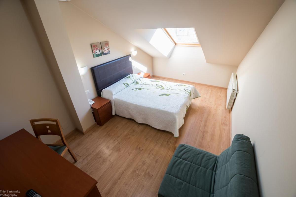 Camino de Santiago Accommodation: Hotel El Roble