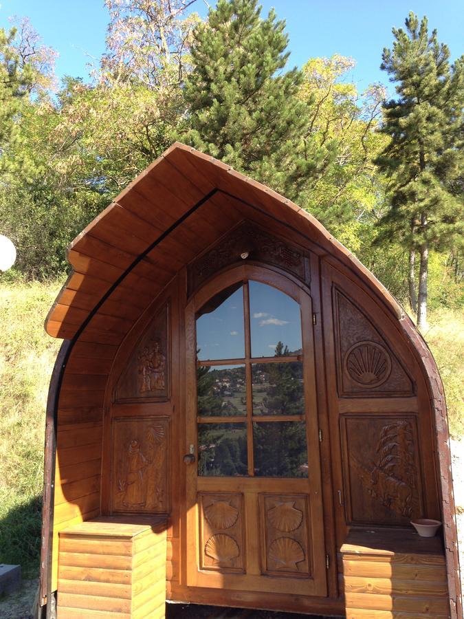 Camino de Santiago Accommodation: Gîte d'étape La Colline Aux Cabanes