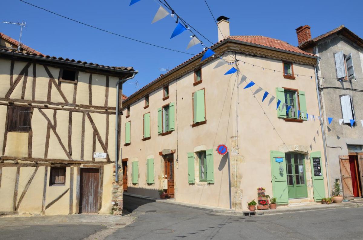 Camino de Santiago Accommodation: Gîte et chambres d'hôtes Lou Parpalhou