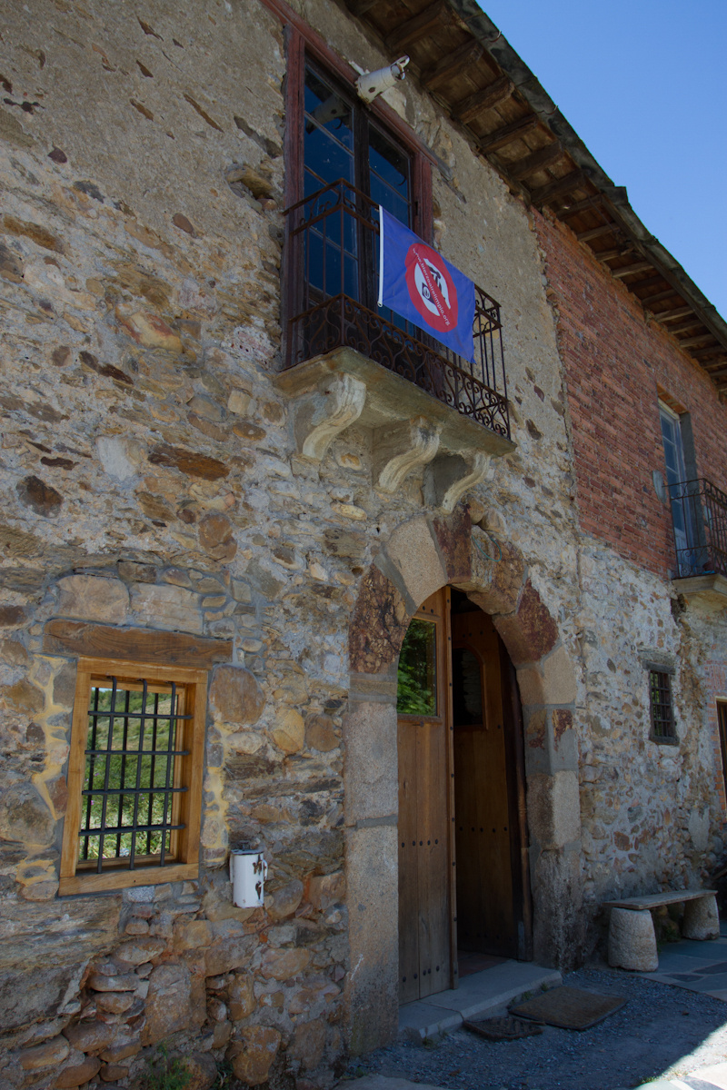 Camino de Santiago Accommodation: Albergue El Serbal y la Luna