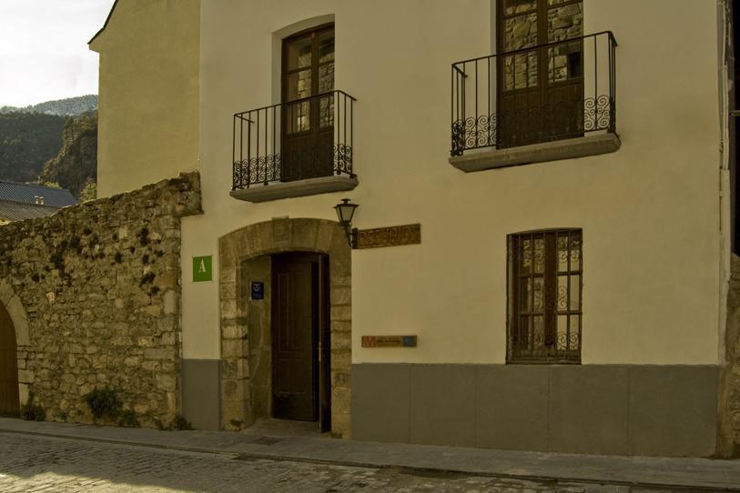 Camino de Santiago Accommodation: Refugio de Canfranc Sargantana