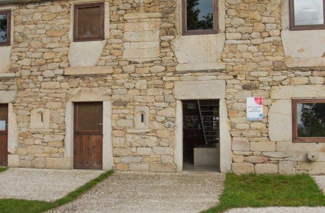 Camino de Santiago Accommodation: Albergue de peregrinos de As Seixas