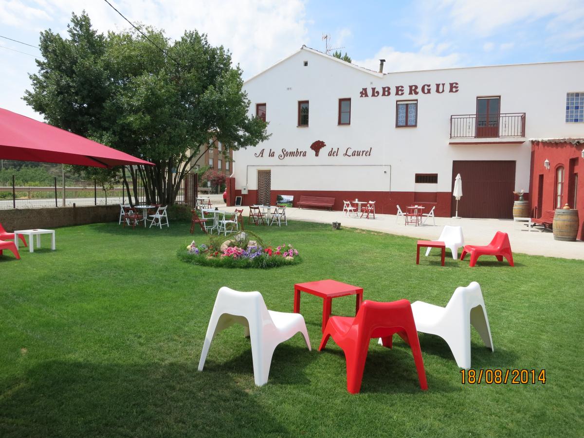 Camino de Santiago Accommodation: Albergue A la Sombra del Laurel