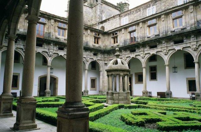 Camino de Santiago Accommodation: Hostal Reis Católicos (Parador de Santiago) ⭑⭑⭑⭑⭑