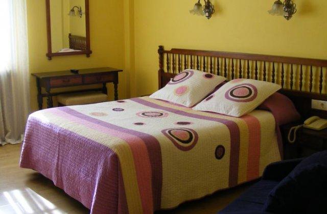 Camino de Santiago Accommodation: Hostal Alameda ⭑⭑