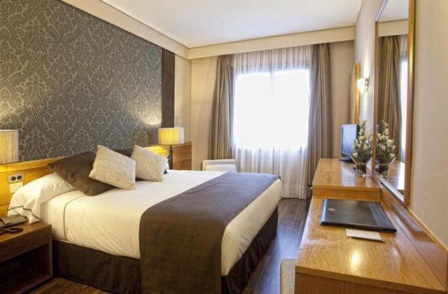 Camino de Santiago Accommodation: Hotel Alfonso IX ⭑⭑⭑⭑