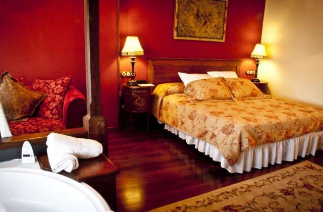 Camino de Santiago Accommodation: Hotel Moncloa de San Lázaro ⭑⭑⭑