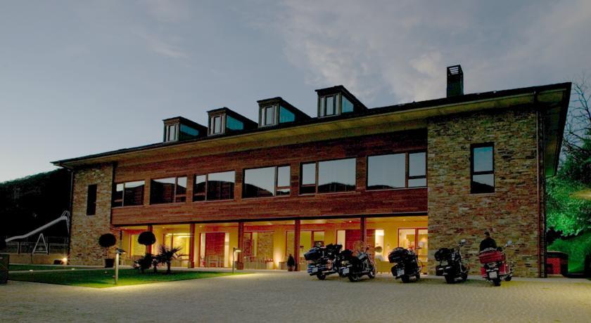 Camino de Santiago Accommodation: Hotel de Floriana ⭑⭑⭑⭑
