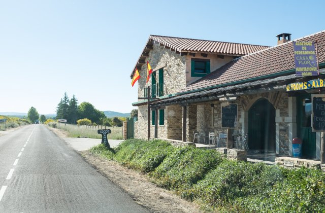 Camino de Santiago Accommodation: Hostería Casa Flor ⭑⭑