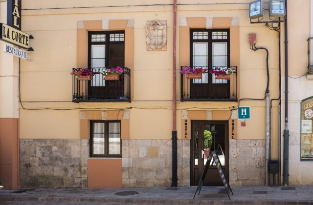 Camino de Santiago Accommodation: Hostal La Corte ⭑
