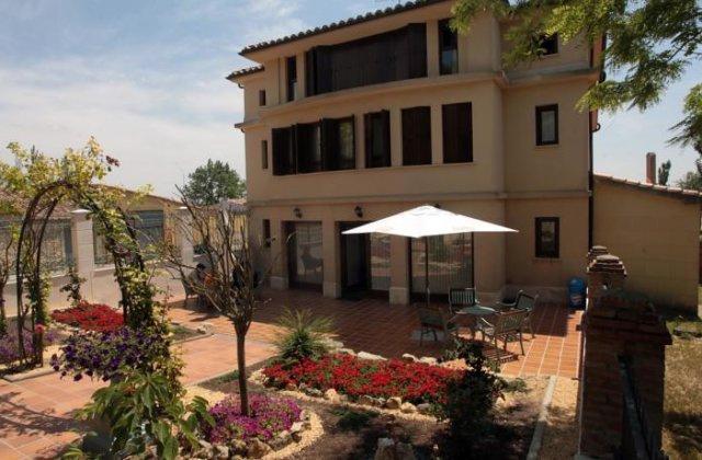 Camino de Santiago Accommodation: Hostal Infanta Doña Leonor ⭑
