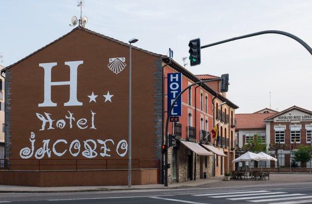 Camino de Santiago Accommodation: Hotel Jacobeo ⭑⭑