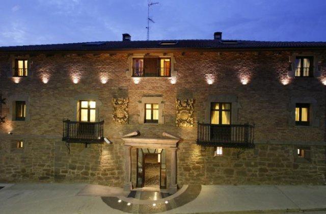 Camino de Santiago Accommodation: Hotel Real Casona de las Amas ⭑⭑⭑