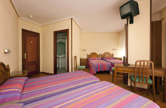 Camino de Santiago Accommodation: Hostal Hispano ⭑